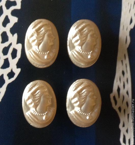 """Винтажная одежда и аксессуары. Ярмарка Мастеров - ручная работа. Купить Старинная пуговица """"Камея"""" стекло с перламутром, Япония 40-50-е гг. Handmade."""