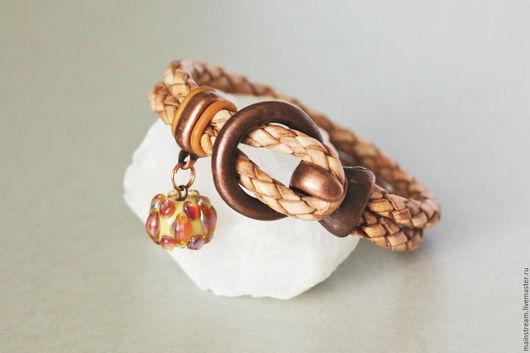Браслеты ручной работы. Ярмарка Мастеров - ручная работа. Купить Кожаный браслет с лэмпворк бусиной. Handmade. Браслет ручной работы