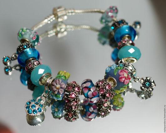 Браслет `Бирюзовая нежность` выполнен из шармов  Все шармы на браслете можно приобрести отдельно и создать свой собственный браслет.