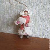 Подарки к праздникам ручной работы. Ярмарка Мастеров - ручная работа Девочка со снежком №1.Елочные игрушки из ваты. Handmade.