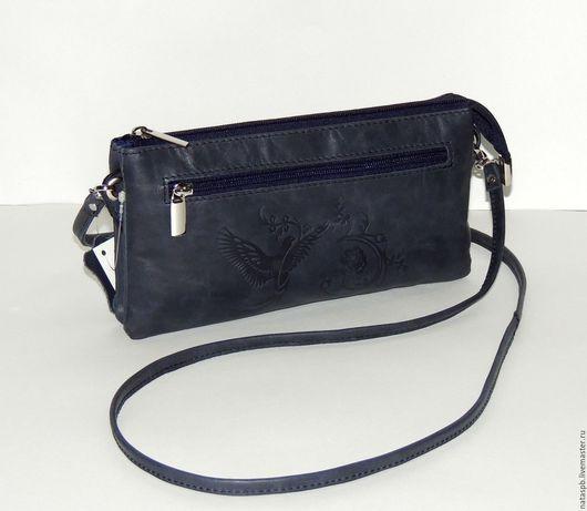 Сумочка «Милана» сшита из плотной кожи смешанного сине-серого цвета.  Эта кожа хороша тем, что во время использования сумочки она как бы полируется и внешний вид  изделия становится лучше.