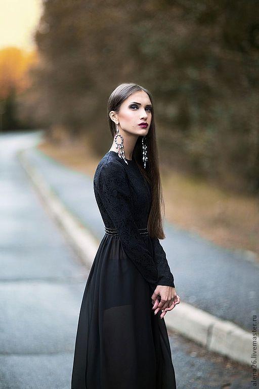 Длинное платье в пол с рукавами с разрезом