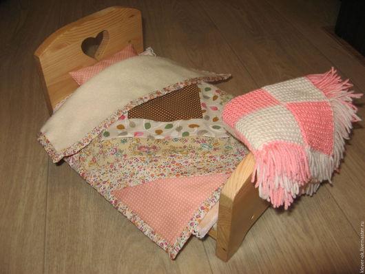 Кукольный дом ручной работы. Ярмарка Мастеров - ручная работа. Купить Лоскутное одеяло для кукольной кроватки. Handmade. Разноцветный