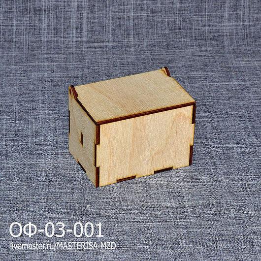 ОФ-03-001. Визитница на петлях. Благодаря перегородке внутри визитки стоят вертикально и их удобно доставать.