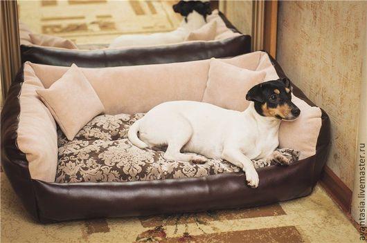 Аксессуары для собак, ручной работы. Ярмарка Мастеров - ручная работа. Купить Лежанка для крупной собаки из искусственной кожи. Handmade.