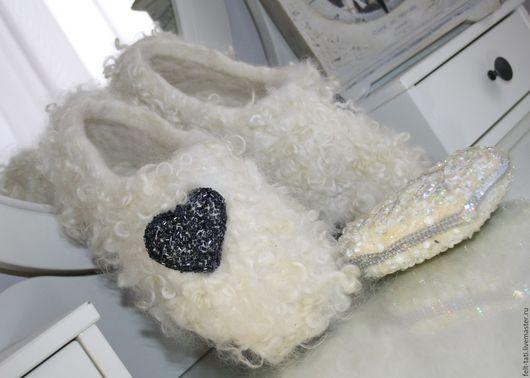 """Обувь ручной работы. Ярмарка Мастеров - ручная работа. Купить Тапочки """" Снежное сердце"""". Handmade. Белый, тапочки самара"""