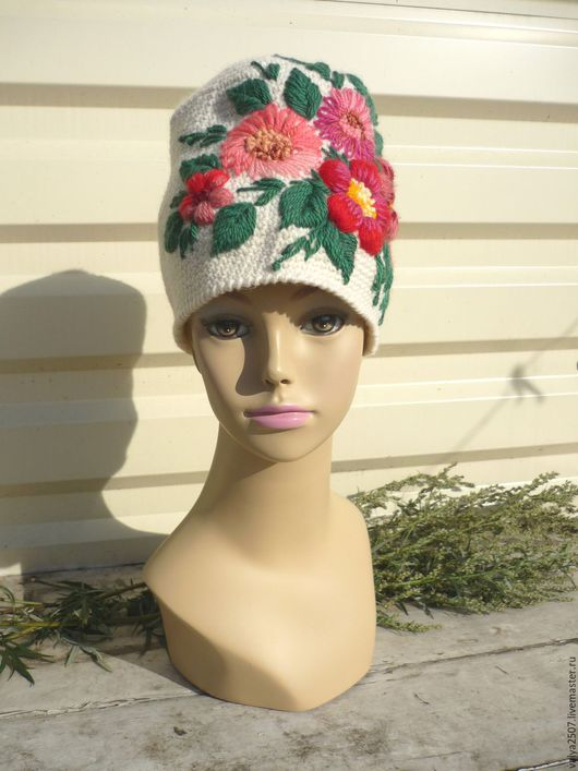 """Шапки ручной работы. Ярмарка Мастеров - ручная работа. Купить шапка с ручной вышивкой """"Матрёшка"""". Handmade. Белый, шапка с цветком"""