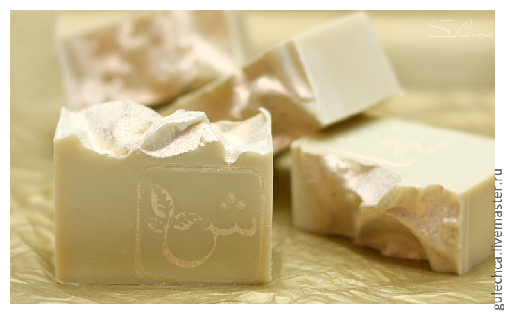 Gentle soap with a silky lather