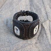 Украшения ручной работы. Ярмарка Мастеров - ручная работа Браслет кожаный с рунами. Handmade.