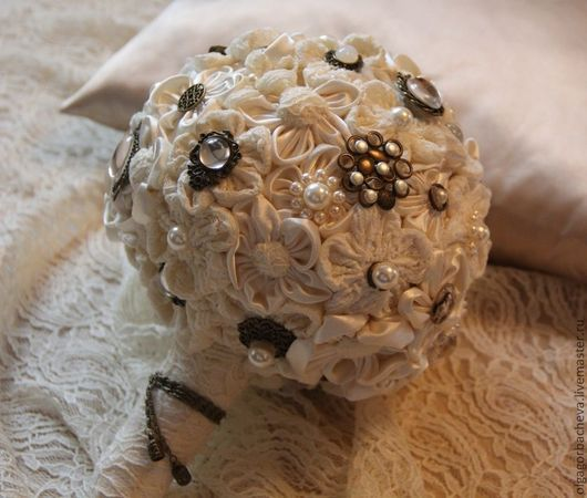 Свадебные цветы ручной работы. Ярмарка Мастеров - ручная работа. Купить Брошь - букет (brooch) для невесты Винтаж. Handmade.