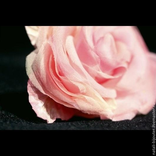 """Броши ручной работы. Ярмарка Мастеров - ручная работа. Купить Шелковая роза """"Нежность"""". Handmade. Бледно-розовый, розовая роза"""