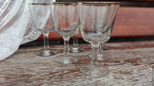...бокалы в форме кубка, производства прошлых лет!!! ...не избитая форма!!! ...качественное , прозрачнейшее стекло!!!