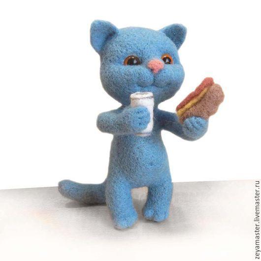 Игрушки животные, ручной работы. Ярмарка Мастеров - ручная работа. Купить Кот и бутерброд. Валяная игрушка из шерсти. Handmade. Голубой