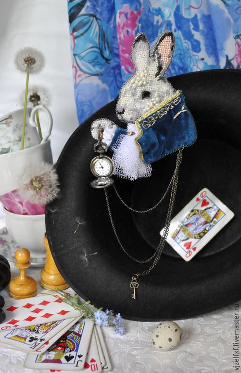 """Броши ручной работы. Ярмарка Мастеров - ручная работа. Купить Брошь с часами """"Вперед! За белым кроликом!"""". Handmade. черный"""