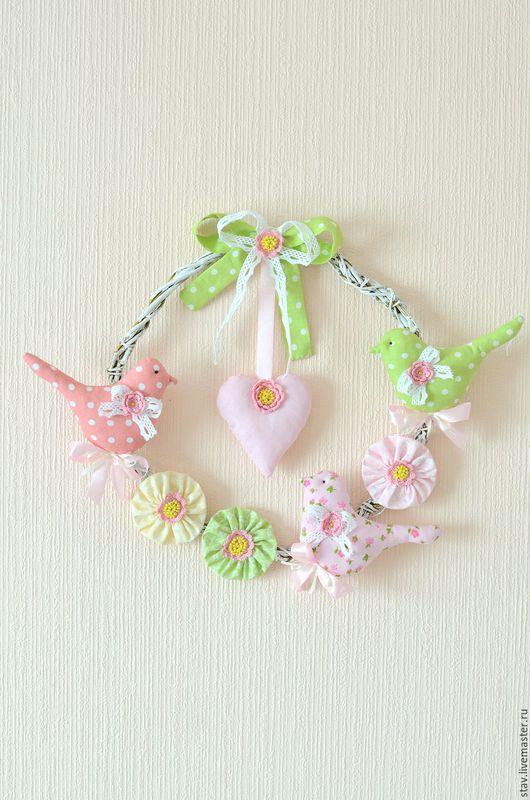 Детская ручной работы. Ярмарка Мастеров - ручная работа. Купить Венок с птичками сердечком,розовый,зеленый,кружево,вышивка бисером. Handmade.