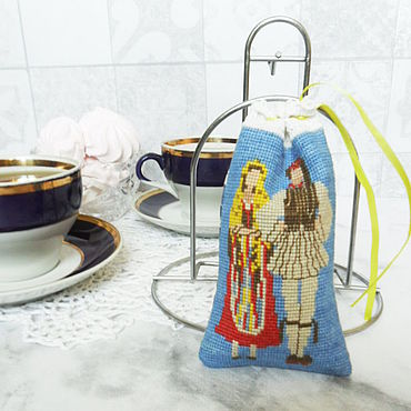 Для дома и интерьера ручной работы. Ярмарка Мастеров - ручная работа Мешочки Парочки на голубом фоне с ручной вышивкой крестом. Handmade.