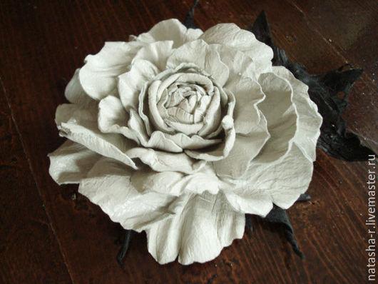 """Заколки ручной работы. Ярмарка Мастеров - ручная работа. Купить Цветы из кожи. Брошь Розочка """"Жемчужина"""". Handmade. роза из кожи"""
