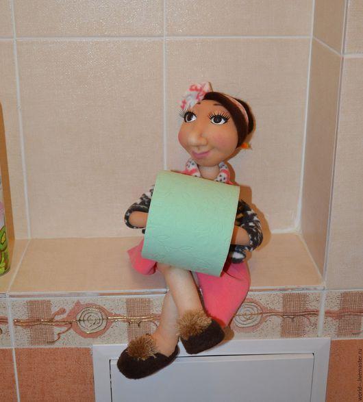 Текстильная кукла, держатель туалетной бумаги, в технике сухое валяние+ скульптурный текстиль. Материал капрон. На проволочном каркасе.Станет уютным дополнением вашей туалетной комнаты.