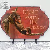 Подарки к праздникам ручной работы. Ярмарка Мастеров - ручная работа Вешалка - ключница  «Don t Worry, Be Happy». Handmade.