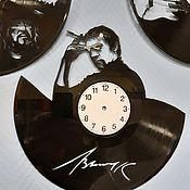 Часы классические ручной работы. Ярмарка Мастеров - ручная работа Часы из виниловой пластинки Высоцкий. Handmade.