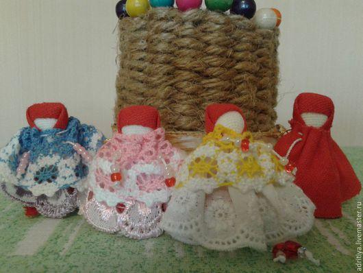 Народные куклы ручной работы. Ярмарка Мастеров - ручная работа. Купить Куколки обереги на одежду малышам. Handmade. Разноцветный