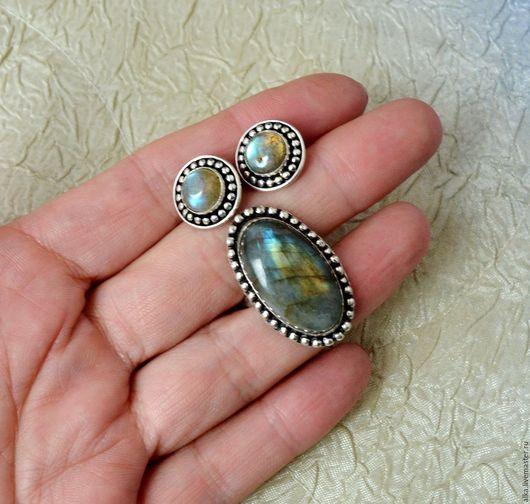 кольцо 1500 р, размер 16,5 , камень с оправой 30 на 20 мм пуссеты 2500, диаметр с оправой 13 мм  если покупаете комплектом пересылка или доставка в пределах МКАД  за мой счет!