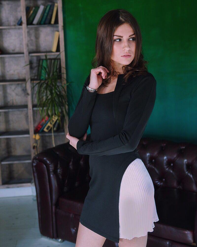 Платье со вставкой плиссе