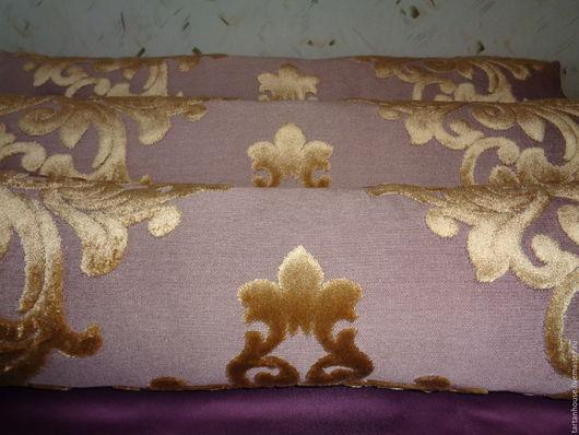 3 подушки . Размер 18х70см. Стриженый бархат. Роскошный. Подушки хороши как дополнение к мягкой мебели а также как валики для утепления от холода - по-английски. Размер 18х70см.