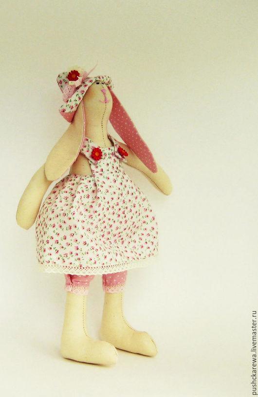 Девочка в розовом, как пастила.... может быть подарком на день рожденья для юной леди.