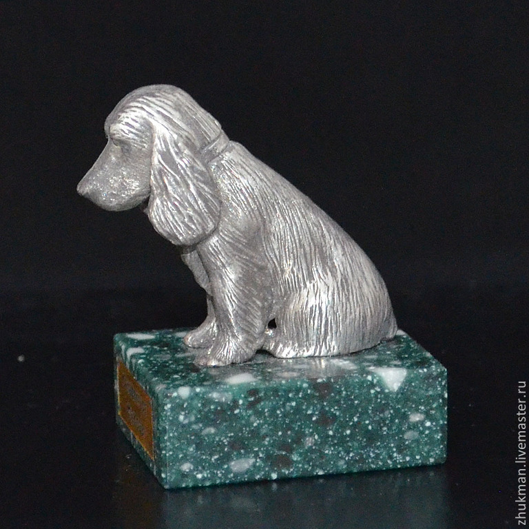Miniature `Spaniel`. There are figurines of dogs of other breeds: Bichon Frise, Airedale Terrier, poodle, Dachshund, Pekingese. There are figurines of other animals: bear, elephant, turtle, cat, mouse