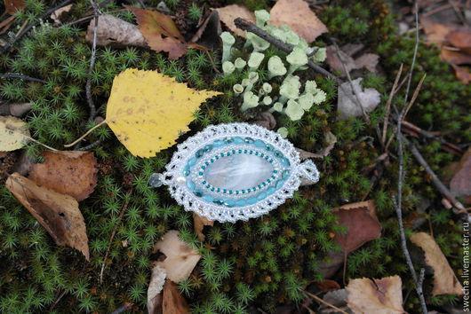 Кулон Хрустальное кружево с камнем `вены дракона`, белой речной жемчужиной и бисерным кружевом.