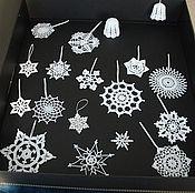 Подарки к праздникам ручной работы. Ярмарка Мастеров - ручная работа Новогодние снежинки и колокольчики. Handmade.