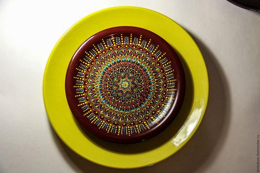 Тарелки ручной работы. Ярмарка Мастеров - ручная работа. Купить Декоративная тарелка с точечной росписью, бардовая, сувенирная. Handmade. Бордовый