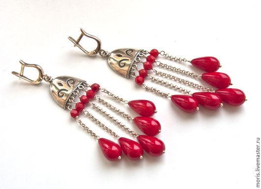 Серебряные серьги с красными кораллами. Серьги из серебра и красных кораллов. Красные серьги из серебра и кораллов.