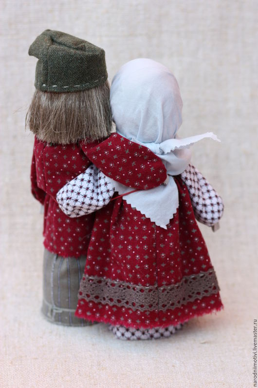 Неразлучники, семейная пара, оберег на любовь, оберег на счастье, народные куклы-обереги, подарок на свадьбу, обережные куклы, русская традиция, бордовый, серый, зеленый, розовый.