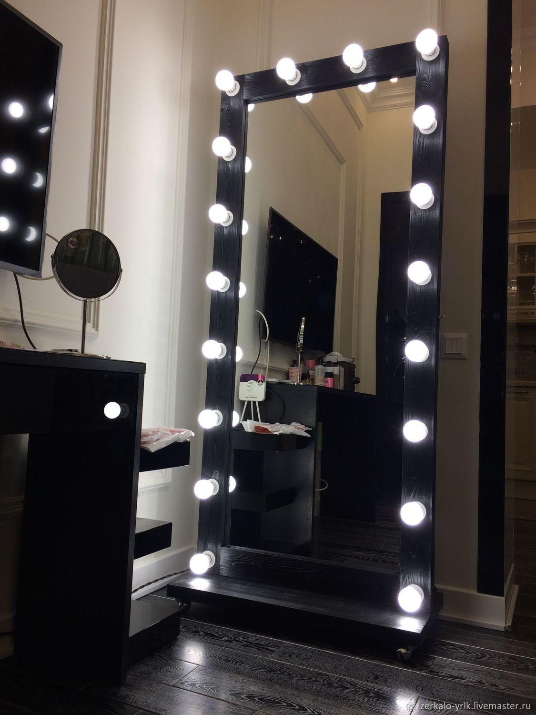 село модные лампочки на зеркало фото кадр время