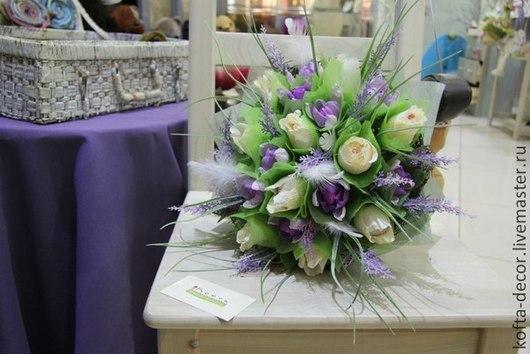 нежный, красивый, торжественный букет. нежные розы, крокусы и лаванда. рафаэлло, миндаль в шоколаде.  Тамара Немчинова