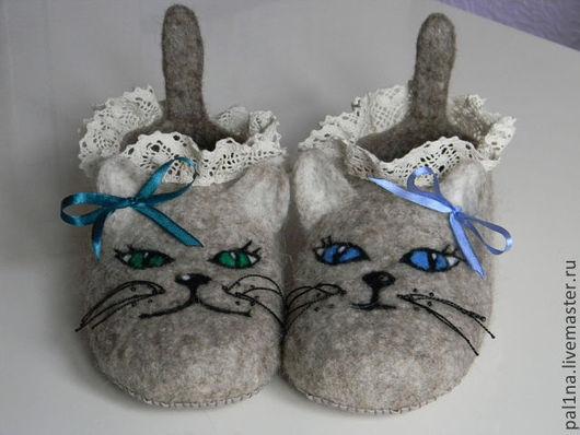 """Обувь ручной работы. Ярмарка Мастеров - ручная работа. Купить Тапочки """"Кошки"""". Handmade. Бежевый, подарок женщине"""