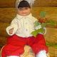 Кукла хоть и большая  (рост 68 см), но ей вся одежда велика! Везде все подвернуто, смотрите размеры в описании.