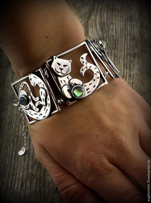 """Браслеты ручной работы. Ярмарка Мастеров - ручная работа. Купить """"МногоКотие"""" серебряный браслет лэмпворк. Handmade. Кот, браслет"""