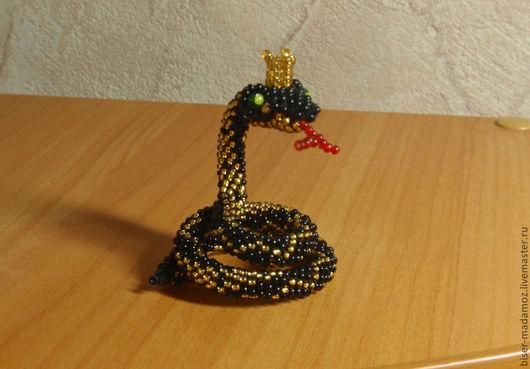"""Обереги, талисманы, амулеты ручной работы. Ярмарка Мастеров - ручная работа. Купить Змейка """"Зеленоглазая Царица"""" для компьютерного столика. Handmade."""