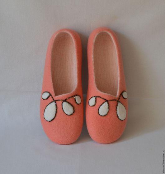 Обувь ручной работы. Ярмарка Мастеров - ручная работа. Купить Женские домашние валяные Тапочки - шлёпки. Handmade. Кремовый