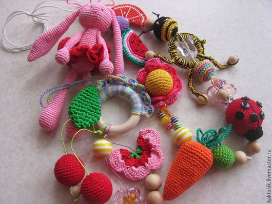 Развивающие игрушки ручной работы. Ярмарка Мастеров - ручная работа. Купить Слингобусы+игрушки. Handmade. Разноцветный, вязаные игрушки, Можжевеловые бусины