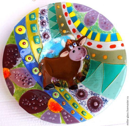 """Тарелки ручной работы. Ярмарка Мастеров - ручная работа. Купить Тарелка """" Корова Ириска"""" фьюзинг. Handmade. Разноцветный, яркая"""