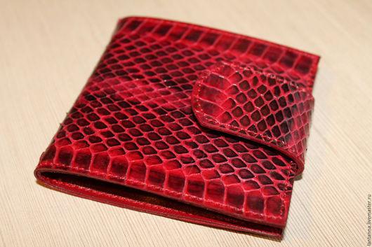 Футляры, очечники ручной работы. Ярмарка Мастеров - ручная работа. Купить Карманное зеркало-портмоне из кожи змеи. Handmade.