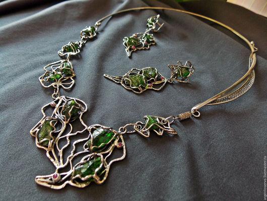 Колье и серьги с Хромдиопсидом и рубинами в серебре,выполненные в авторской технике `Весеннее пробуждение`.