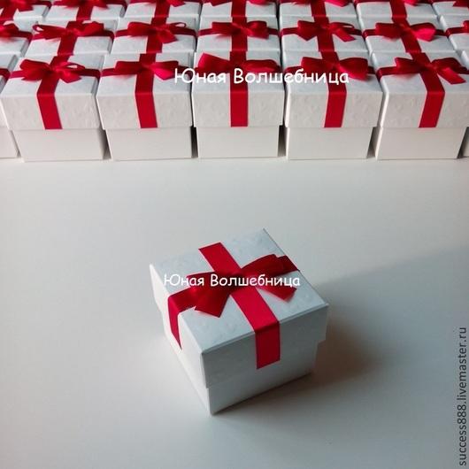 Свадебная бонбоньерка, оригинальная бонбоньерка, красно-белая свадьба, тиснение сердечки, белая бонбоньерка, оригинальная упаковка, упаковка для подарка
