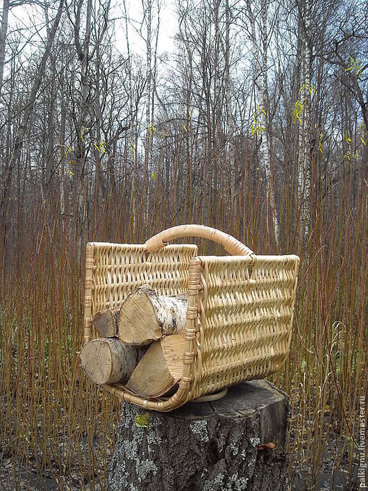 Дровница из ивовых палок и прута - легкая и компактная. Практичный подарок может служить упаковкой для основного подарка. Каркасная - очень крепкая!