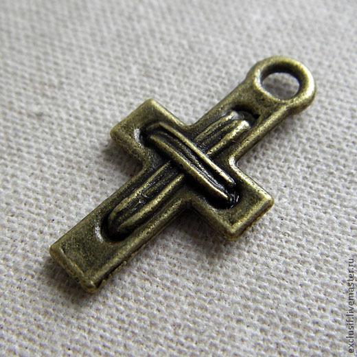 Фурнитура для украшений - подвеска в виде крестика. Цвет подвески - античная бронза. Размер подвески 2,3 на 1,3 см