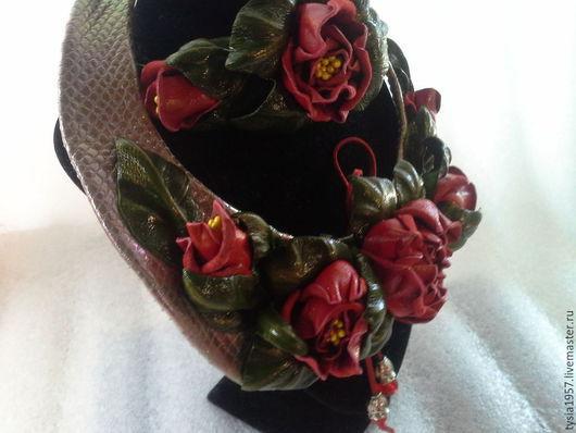 цветы из кожи. кожаные цветы. Туся. комплект из кожи. колье из кожи. браслет из кожи. комплект с цветами из кожи. украшение с цветами из кожи. кожаное украшение. розы из кожи. кожаные розы. украшение.